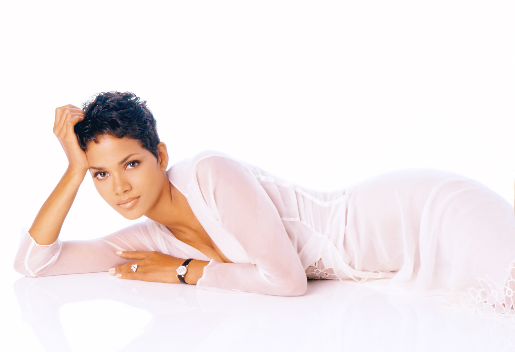 Halle_Berry_rt188.jpg