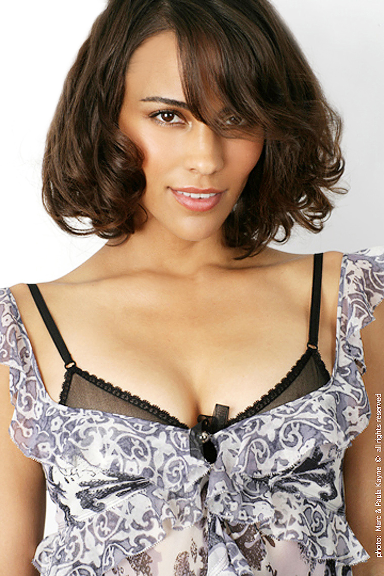 Paula_Patton_XX8Z2992.jpg